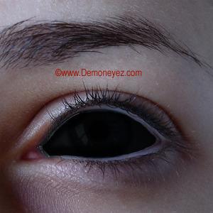 black contacts lenses